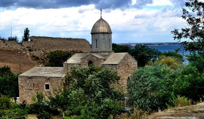 Храм Иверской Богоматери около Остаткой стены Генуэзской крепости