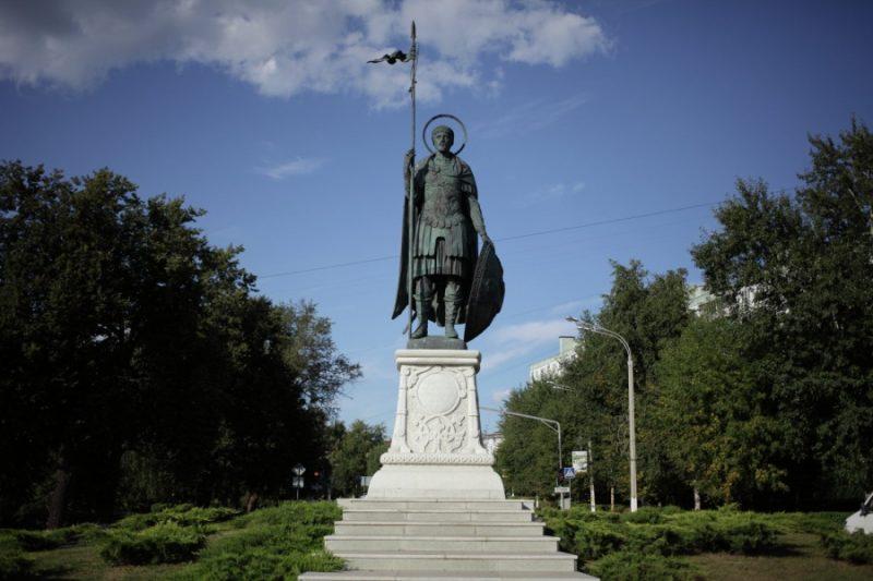 Памятник святому великомученику Димитрию Солунскому в г. Дмитрове