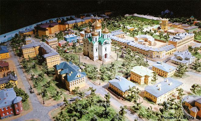 Макет Соборной площади с Екатерининским храмом. Пушкин.