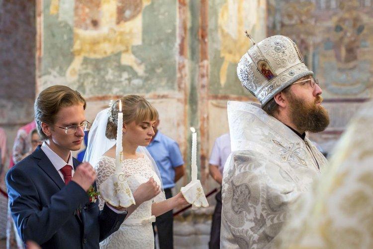 Таинство венчания жениха и невесты
