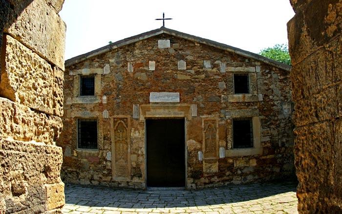 Самый известный армянский храм - Сурб Саркис. Нач.14 века.