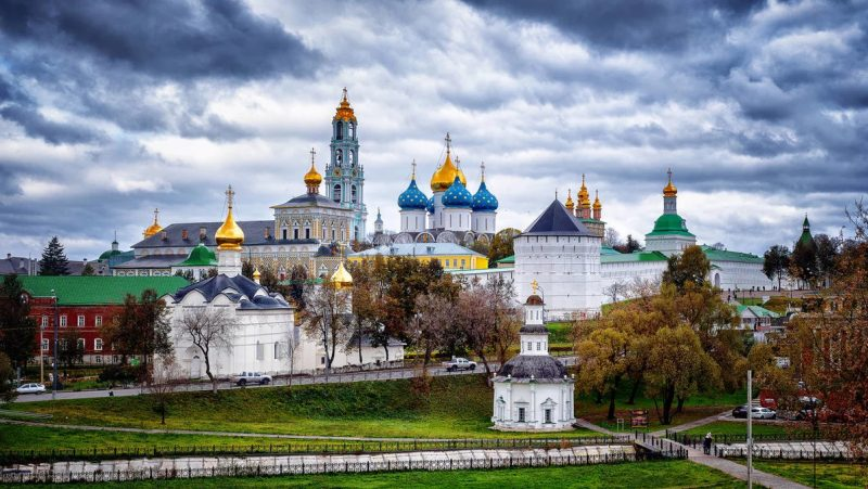 Троице-Сергиева лавра — здесь был послушником Александр Чесноков (будущий отец Герман)