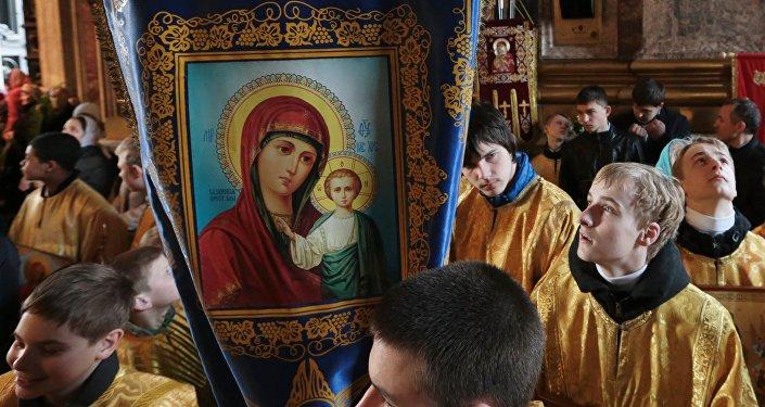 Божественная литургия с крестным ходом