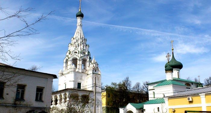 Декор колокольни Храма Рождества Христова с башенками