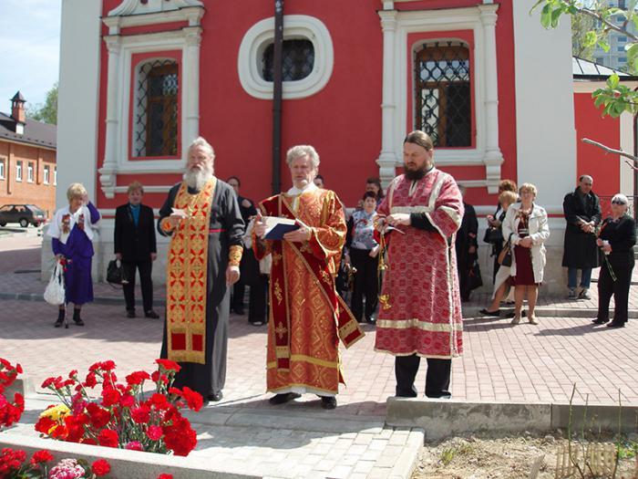 Живоначальной Троицы Храм в Коньково: описание, фото и отзывы