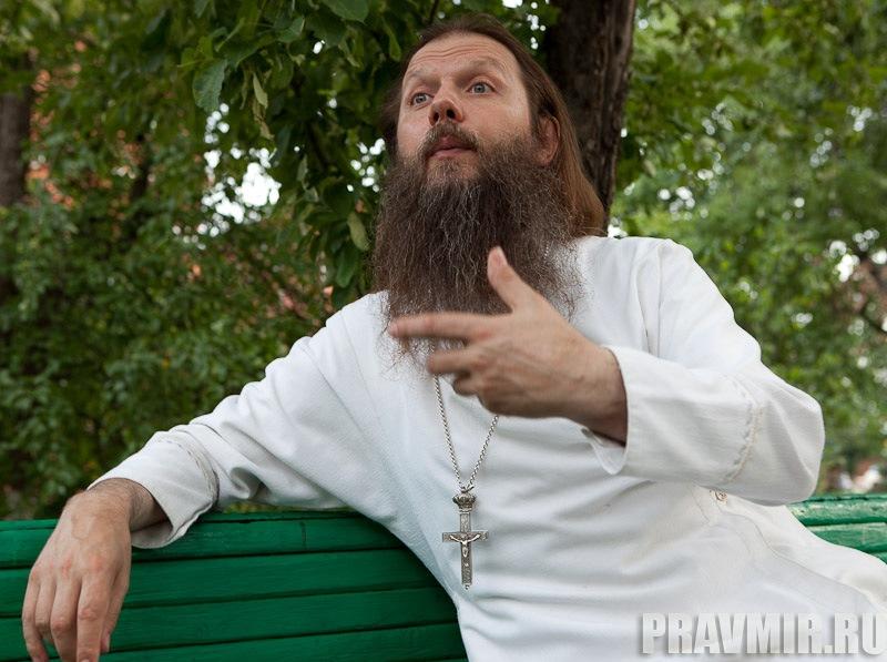 Беседа с протоиереем Артемием Владимировым. Фото Юлии Маковейчук (7)