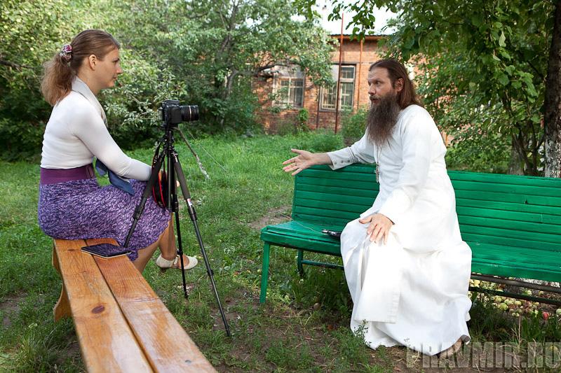 Беседа с протоиереем Артемием Владимировым. Фото Юлии Маковейчук (15)