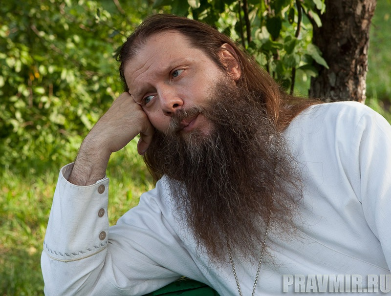 Беседа с протоиереем Артемием Владимировым. Фото Юлии Маковейчук (11)
