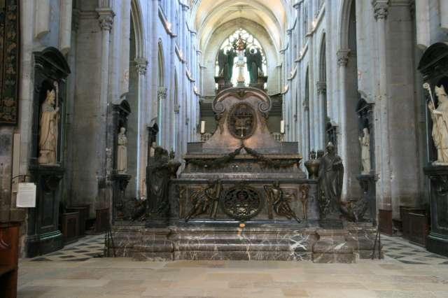 Мощи св. Антония в аббатстве Сент-Антуан-л'Аббеи, Франция