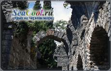 Остатки сводов каменного дворца