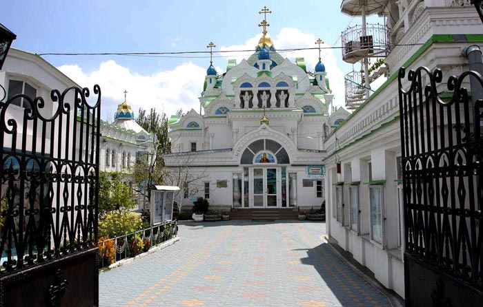 Храм Св.Екатерины находится в центре храмового комплекса