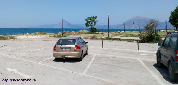 Бесплатная парковка на набережной в городе Патры, Греция