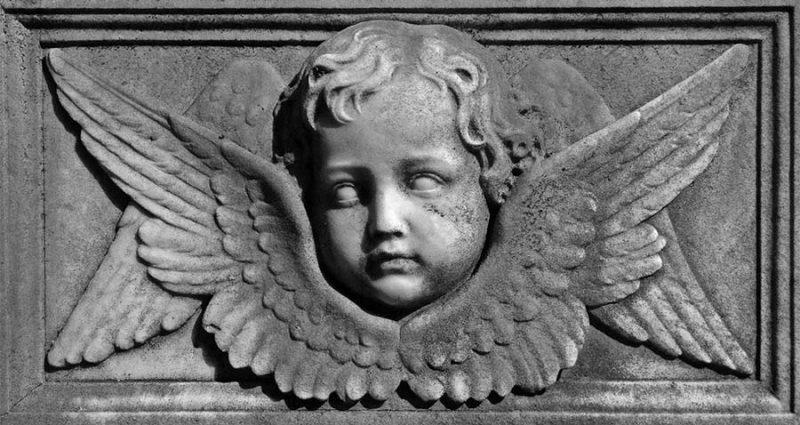Изображения Херувимов можно увидеть на некоторых статуях, на которых они также изображены с человеческим лицом и крыльями