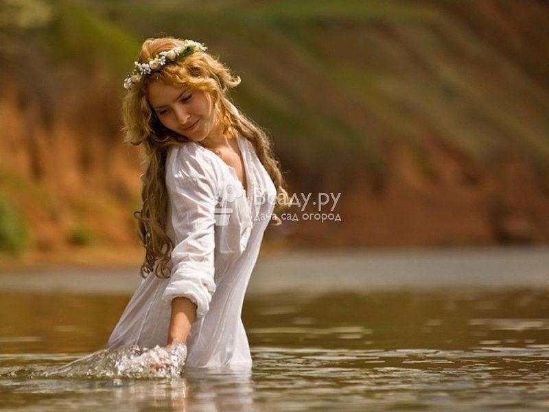 Купание в реке или озере - старославянская традиция в Чистый четверг