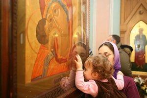 Моление перед иконой божьей матери