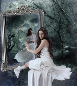 Почему завешивают зеркала, когда умирает человек в доме