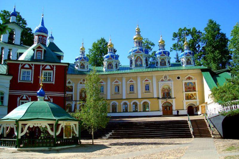 Самые известные монастыри России, Псково-Печерский монастырь