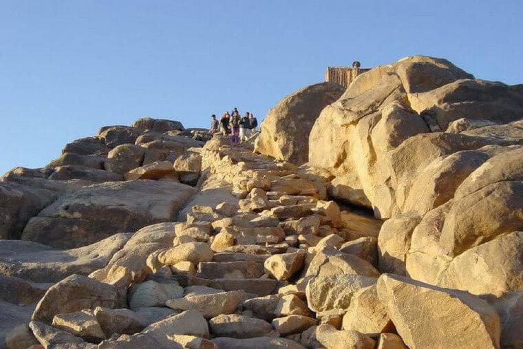 Каменная лестница на гору Моисея