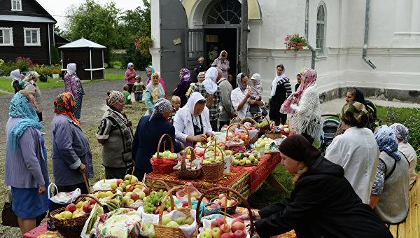 Яблочный Спас: освящение яблок в храме