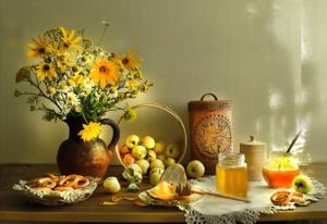 В медовый спас традиционно ставят на стол мед - к блинам и яблокам