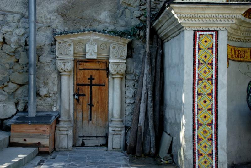 Свято-успенский монастырь в скале в Бахчисарае - фото 10
