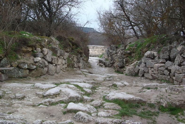 Свято-успенский монастырь в скале в Бахчисарае - фото 11