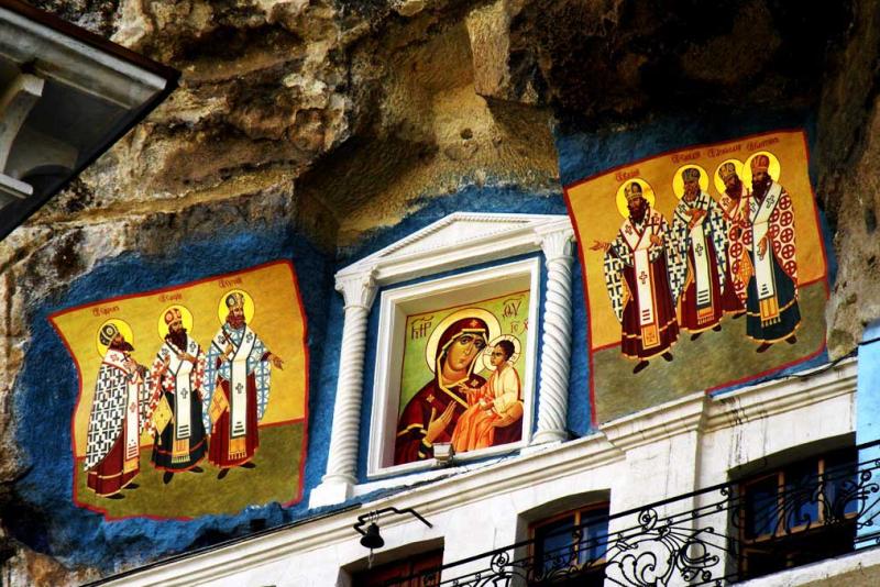 Свято-успенский монастырь в скале в Бахчисарае - фото 2