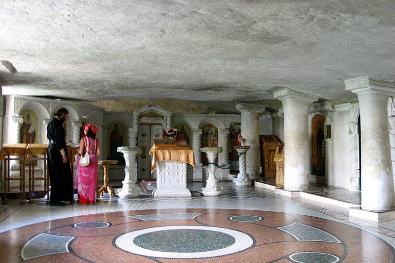 Свято-успенский монастырь в скале в Бахчисарае - фото 8