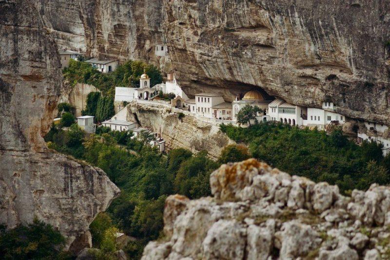 Свято-успенский монастырь в скале в Бахчисарае - фото 9