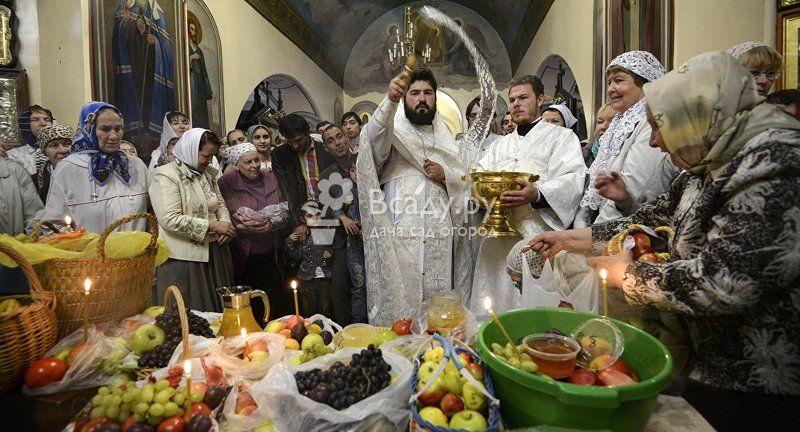 Угощения для погибших в церкви на Яблочный Спас